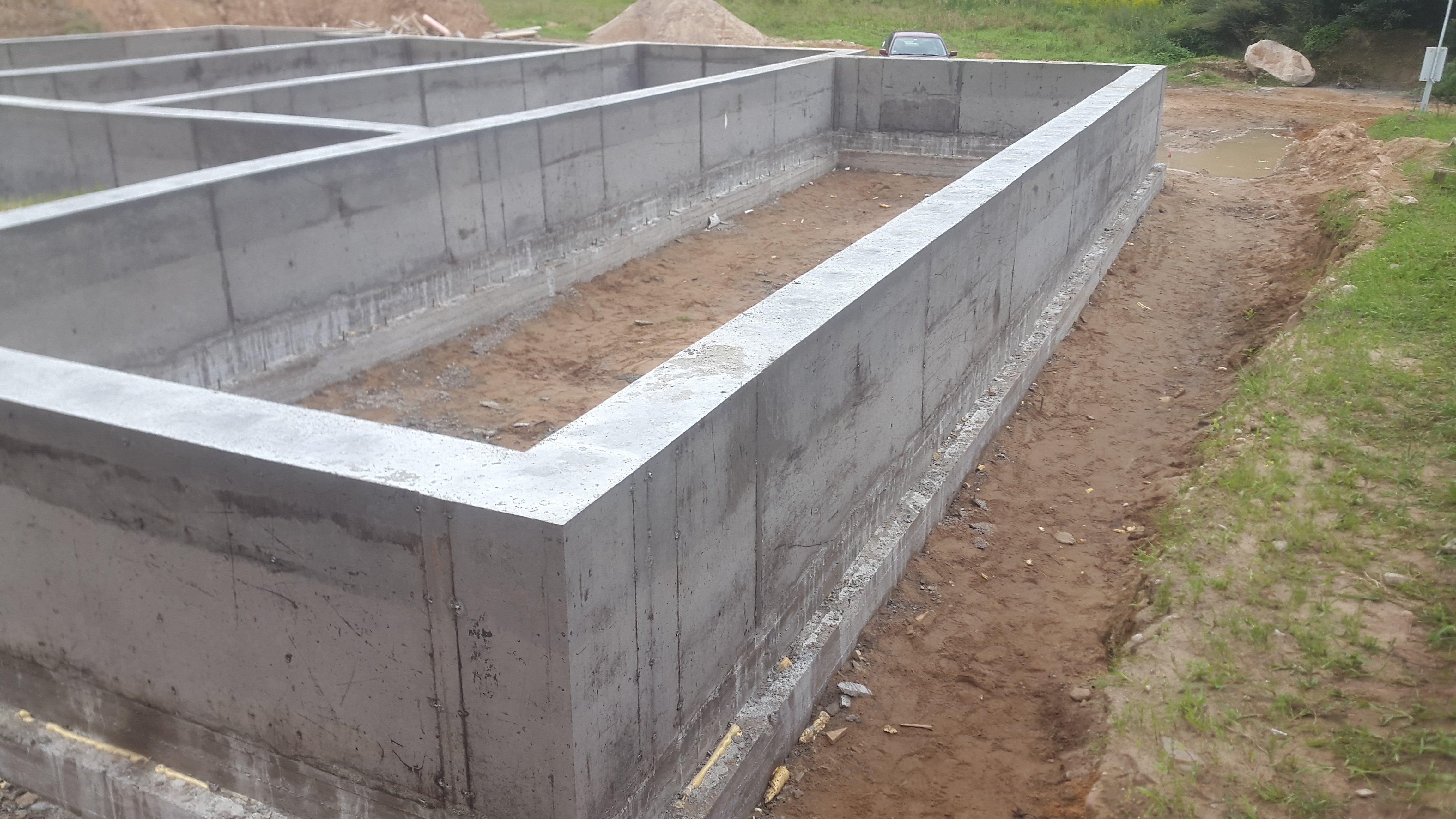 Строительство (заливка) фундамента в Минске. Мы строим качественный монолитный, свайный, винтовой фундамент из бетона под дом. Заливка фундамента. Цена.